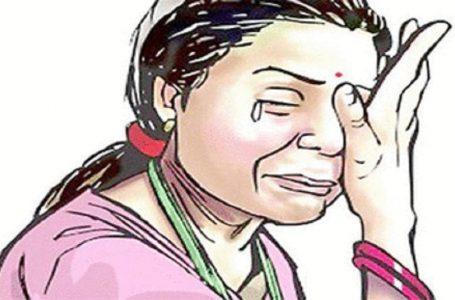 बॉयफ्रेंड के साथ घूमने गयी लडकी का  फ़र्जी पुलिस बने लडको ने बलात्कार किया