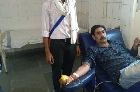 SHEOPUR NEWS : 27 वर्ष की उम्र में 26वीं दफा रक्तदान कर 26 जिन्दगियों को बचा चुके हैं गौरव