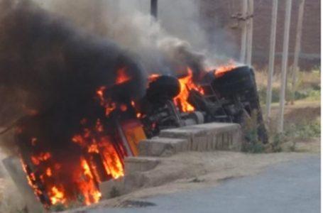 बड़ी खबर – भिंड से ग्वालियर जा रही तेज रफ्तार बस पलटी, नाराज लोगों ने बस मे  आग लगा दी