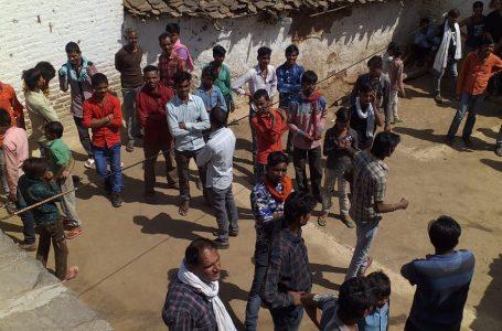 टीकमगढ के दुर्गापुर में किसान के घर में घुसा तेंदुआ, डर और रोमांच के बीच लगी भीड़
