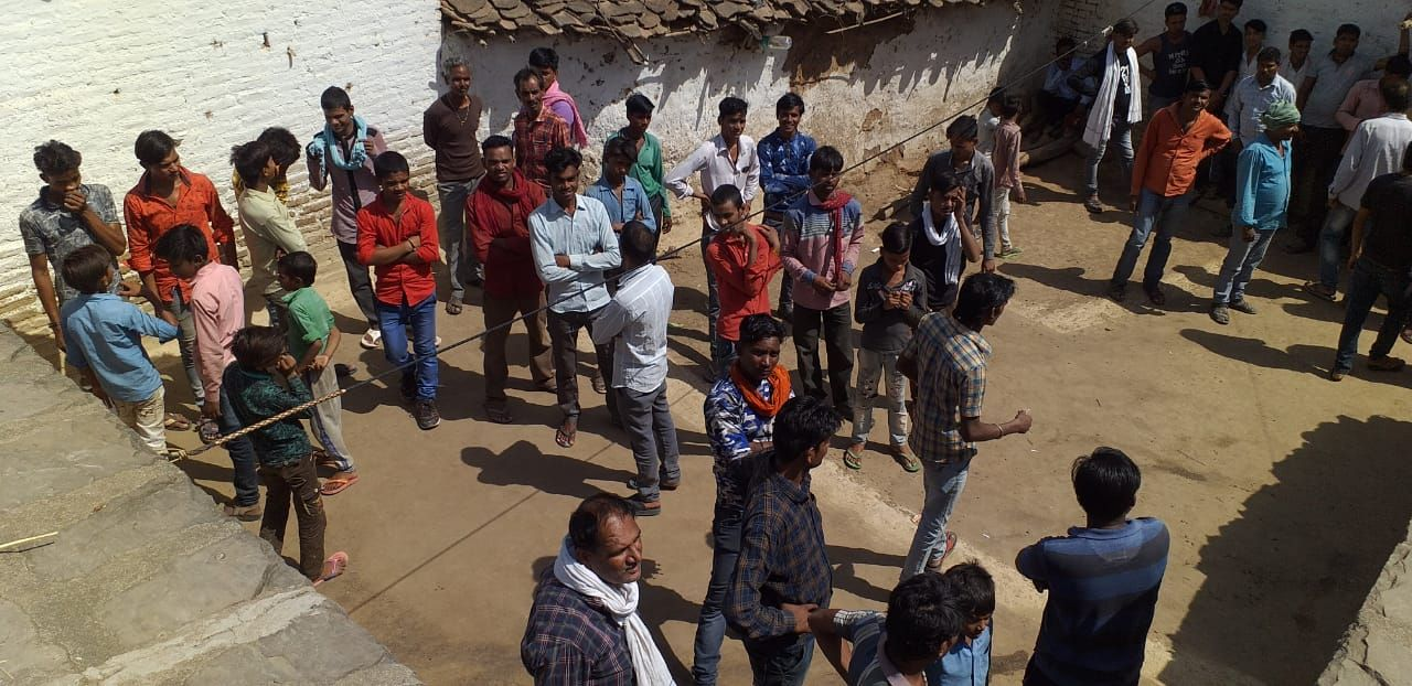 Leopard enters the farmer's house in Durgapur, Tikamgarh, rush among fear and excitement