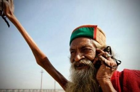 भगवान शिव के सम्मान में 46 वर्ष से हाथ नीचे नहीं किया
