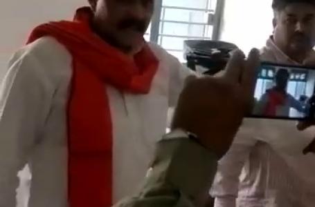 गुना शिवपुरी के चंदेरी-प्राणपुर में बूथ कैप्चरिंग: भाजपा प्रत्याशी को गोली से उडाने की धमकी, देखिए वीडियो