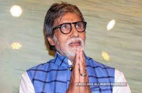 अमिताभ बच्चन ने पुलवामा हमले के शहीदों के परिजनों को सौंपे चेक