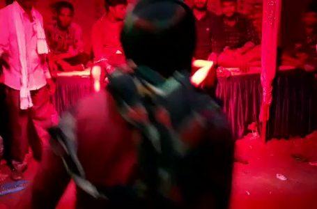 MP- गणेश विसर्जन मे नागिन डांस करते करते अचानक आई युवक की मौत , लाइव वीडियो देखे