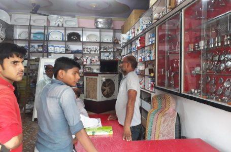 शिवपुरी समाचार – दुकान पर ताला खरीदने आए चोर , 53 हजार रुपए से भरा बैग उठा ले गए