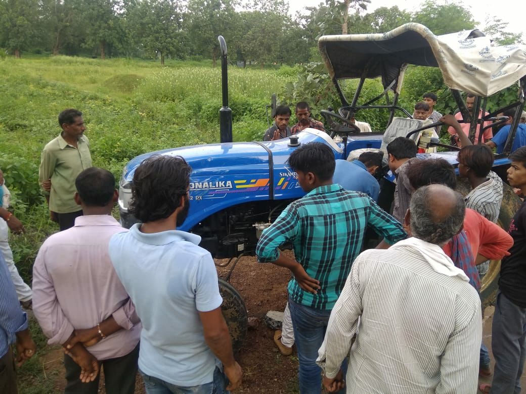 Two killed in a collision between a tractor and a bike in Satna