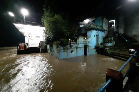 होशंगाबाद में नर्मदा खतरे के निशान से ऊपर, बजा सायरन, चार दर्जन गांव बाढ़ से घिरे