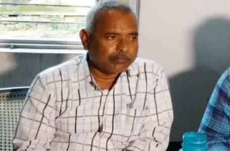 मुरैना- लोकायुक्त की टीम ने रिश्वत लेते वन विभाग के बाबू शिवचरण राठौर को रंगेहाथ गिरफ्तार किया
