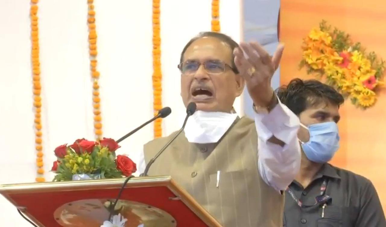 Chief Minister Shivraj Singh Chauhan honors the Corona warriors of the medical field on September 28